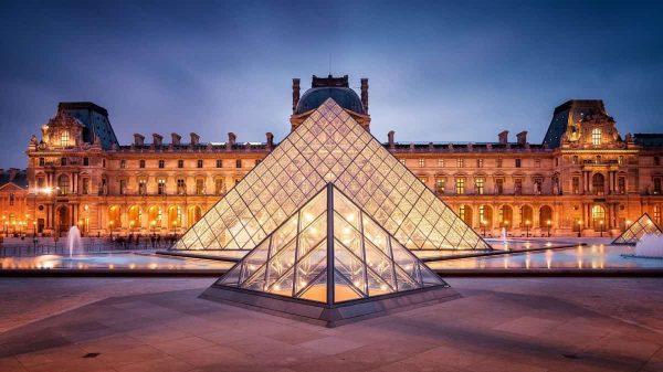 En Çok Zİyaret Edilen Müze ( Louvre Müzesi )