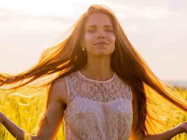 güneşte saç rengi neden açılır