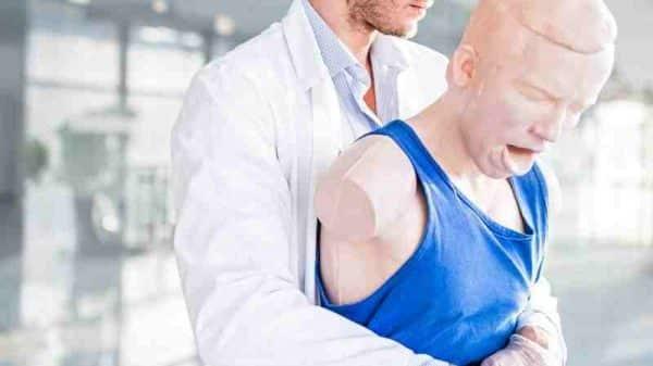 Heimlich Manevrası Nedir Nasıl Uygulanır